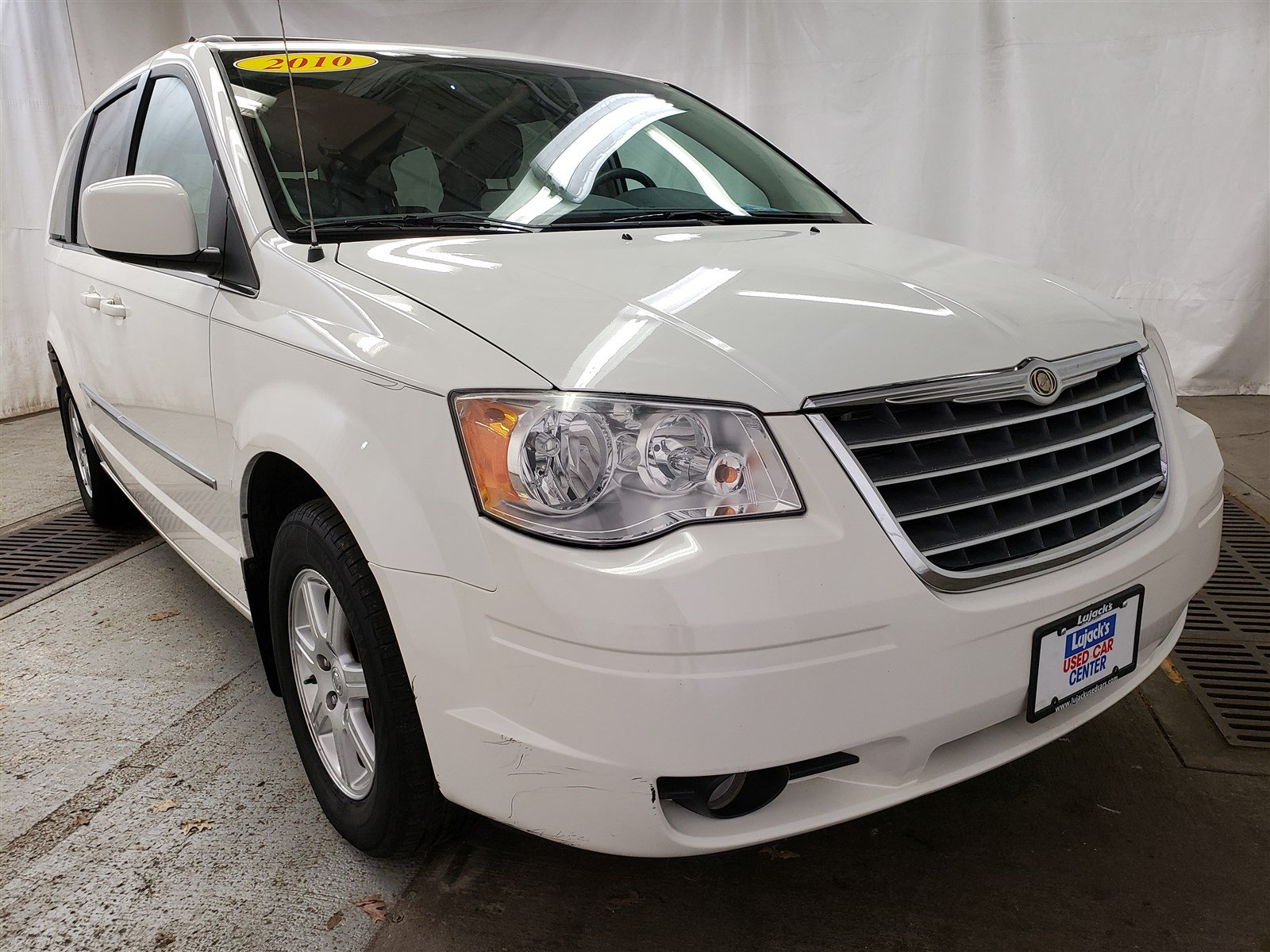 Pre Owned 2010 Chrysler Town Country Touring